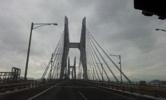 行きの瀬戸大橋です。