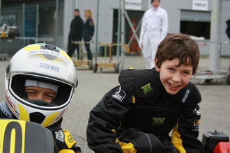 pilote de course minikart team race kids