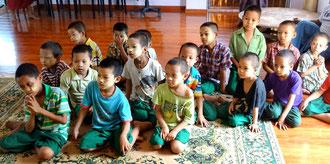 Dernier groupe d'orphelins venant d'arriver le jour de notre visite. Ces enfants proviennent de l'Etat Shan (Est de la Birmanie) et ils ne parlaient même pas birman en arrivant !