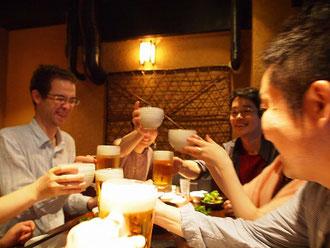 講座終了後は恒例の懇親会で乾杯!