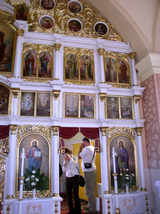 Południowa strona ikonostasu z ikoną świątynną (chramową) św. Dymitra Męczennika, któremu poświęcona jest cerkiew we wsi Obručne na Słowacji (fot. Anna Bożek)