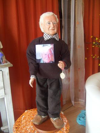 Puppe nach Foto handmodelliert