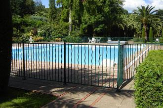 et Francine retrouve le bassin, dans lequel elle pataugeait sans se soucier de salubrité, redevenu une vraie piscine