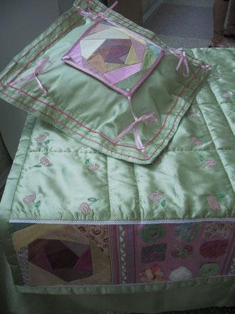 Покрывало и декоративная подушка