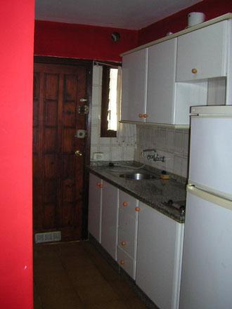 Voll eingerichtete Küche des Apartments In Los Christianos auf Teneriffa.