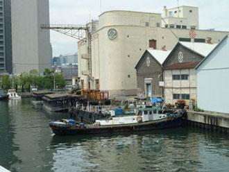 横浜市神奈川区・瑞穂大橋から見た三井倉庫街