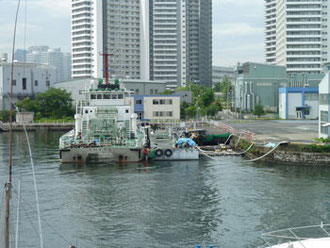 横浜市・清掃兼油回収船「べいくりん」