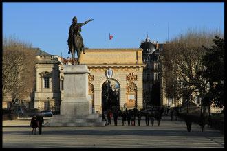 Les jardins du Peyrou avec l'Arc de Triomphe