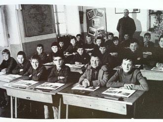 Frère H. CABILLIC avec ses élèves de 7eA (1968-1969)