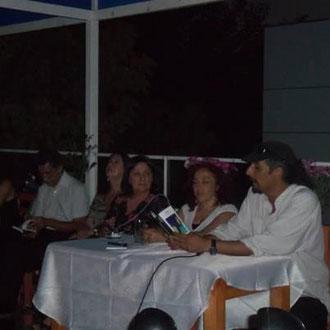 """Leyendo en el lanzamiento del libro """"¡Basta! + de 100 hombres contra la violencia de género."""", gracias a Raquel Olea, Pía Barros y todo el equipo de Editorial Asterión. 15.03.2012"""
