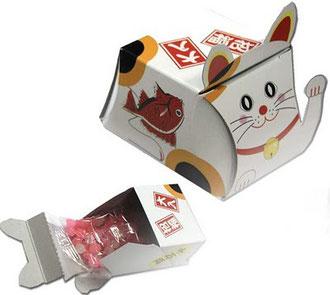 Белая коробочка в стиле Манеки-неко