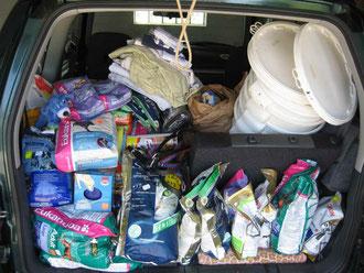 Futterspenden, die ich zu Fam. Peters gebracht wurden für Ute Langenkamp. Von Evelyn aus Rinteln