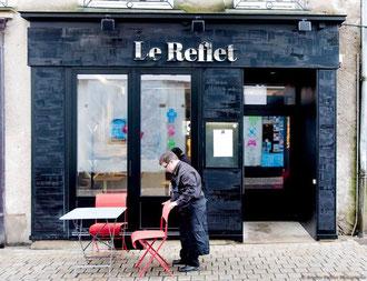 Devanture et employé du restaurant Le Reflet