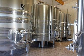 Domaine de Lavaur Cahors malbec La vinification traditionnelle est effectuée en cuves inox thermo régulées dédiées à chacune des parcelles.