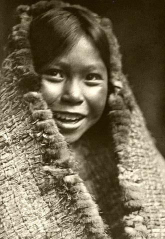 Tla-o-qui-aht-Mädchen von der Westküste von Vancouver Island