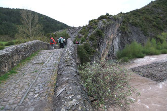 Le Puente de la Torre franchit le Rio Aragon Subordan