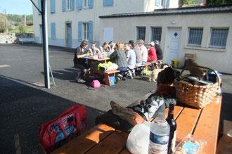 À midi, repas super confort au gîte du Centre Nautique de Soeix.