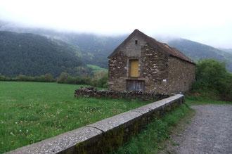 La Borda de Brun en pierre régulière de flysch et toit de tuiles