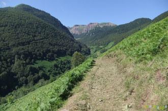 N°36/ En se retournant au même endroit, une magnifique vue sur les montagnes du Baralet et de Banasse !