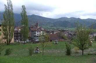 Le village de Hecho et ses sculptures vu de plus près