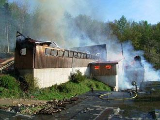 Das Wirtschaftsgebäude wurde ein Raub der Flammen.