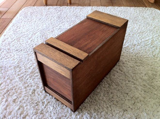 フタ付きの収納BOX