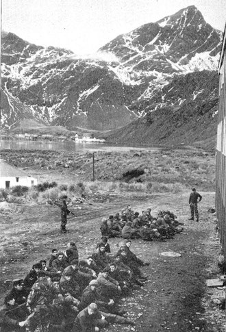 Personal de infanteria y tripulacion del submarino Santa Fe tomados prisioneros.