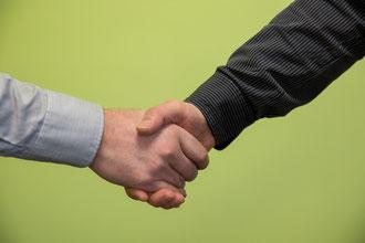 Händereichen Händeschütteln Wirtschaftsmediation