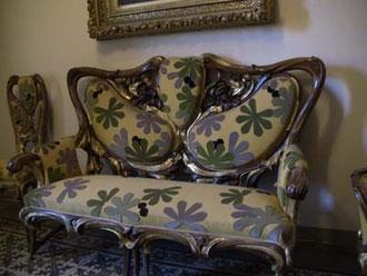 中にはガウディがデザインした家具などがいっぱい。デザイン可愛い!