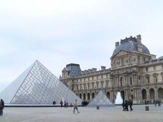 おお、これが有名なピラミッドか!