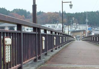 松川遠刈田大橋のこけし