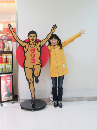 伊丹空港に来たら外せません!「グリコ」と「柿の葉寿司」