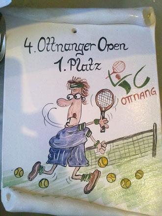 Wem ein Pokal zu einfach ist, der wählt lieber etwas Originelleres! Schriftrolle mit Karikatur für den Tennisfan!!