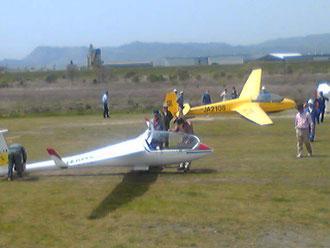 グライダー③ 無事生還。空の旅は正味10~20分、最高高度約1000㍍。気持ちイイ~!