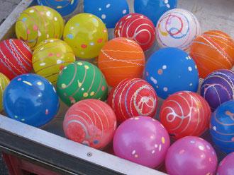 祭り② 水風船。色とりどりで涼しげです。