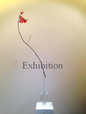 瀬沼健太郎展覧会情報 透明ガラス花器に木瓜をいけて