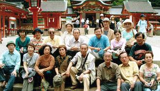 霧島神宮で記念撮影