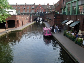 The bridge carries Broad Street over the canal.