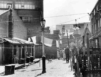A court off Hanley Street, an area now zoned for industry. Photograph 'All Rights Reserved' from the BirminghamLives website used with the kind permission of Carl Chinn - See Acknowledgements.