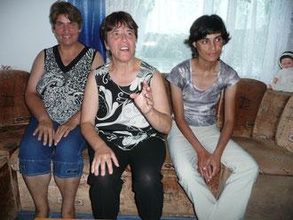 Ivanka, Neli und Margarita im Wohnzimmer ihrer Aussenwohngruppe