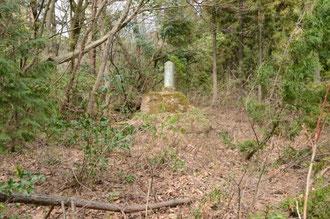 城跡らしいところに記念碑