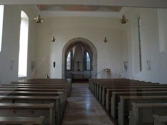 Blick durch das Langhaus auf den Chor