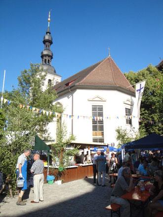 St. Salvatorkirche im Stadtteil Zürch während der Kirchweih