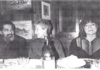 Alfredo Garzón 1988 mit Margarita Calvary (Mitte) in Galeria Biosca, Madrid
