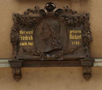 Die Gedenktafel am Friedrich-Rückert-Geburtshaus