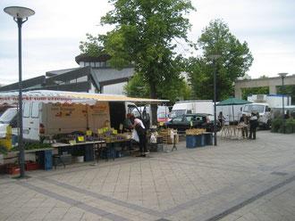 Wie in alten Zeiten: Markt vor der Kirche