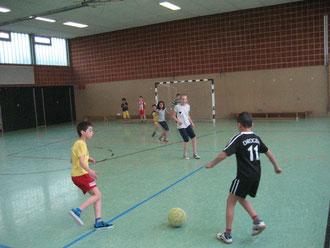 Endlich dürfen Mädchen und Jungen wieder in der Fußball-Pausenliga kicken