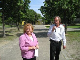 Ortsbürgermeisterin Ludmilla Neuwirth (links) und Martin Fleischhauer bei der Eröffnung