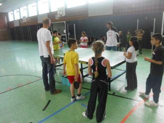 Kinder bei der Westhagener Ping Pong Pausenliga