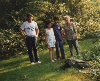 Charlotte Wille in Worcester/Massachusetts mit ihren Freunden Dory und Warren Chong mit ihrem Sohn Manfred